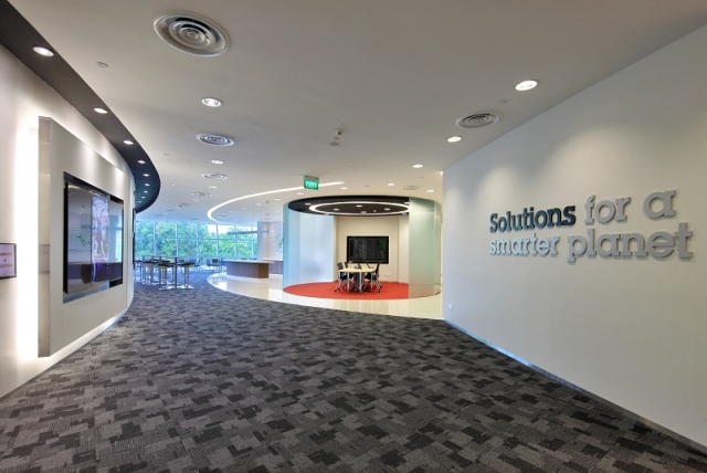 systems_services_briefingcenter_singapore_1_640x428